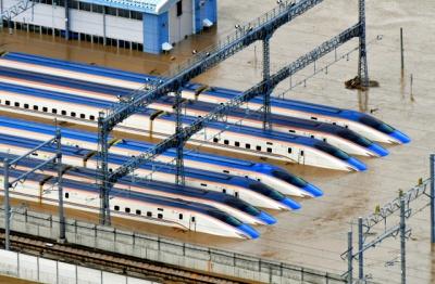 千曲川の氾濫で水没した多くの新幹線