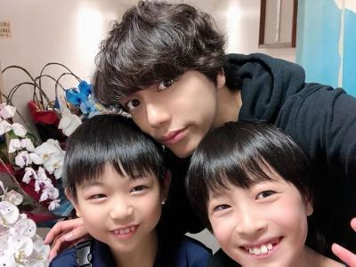 山崎育三郎と子供たち