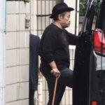 西田敏行 病気 杖