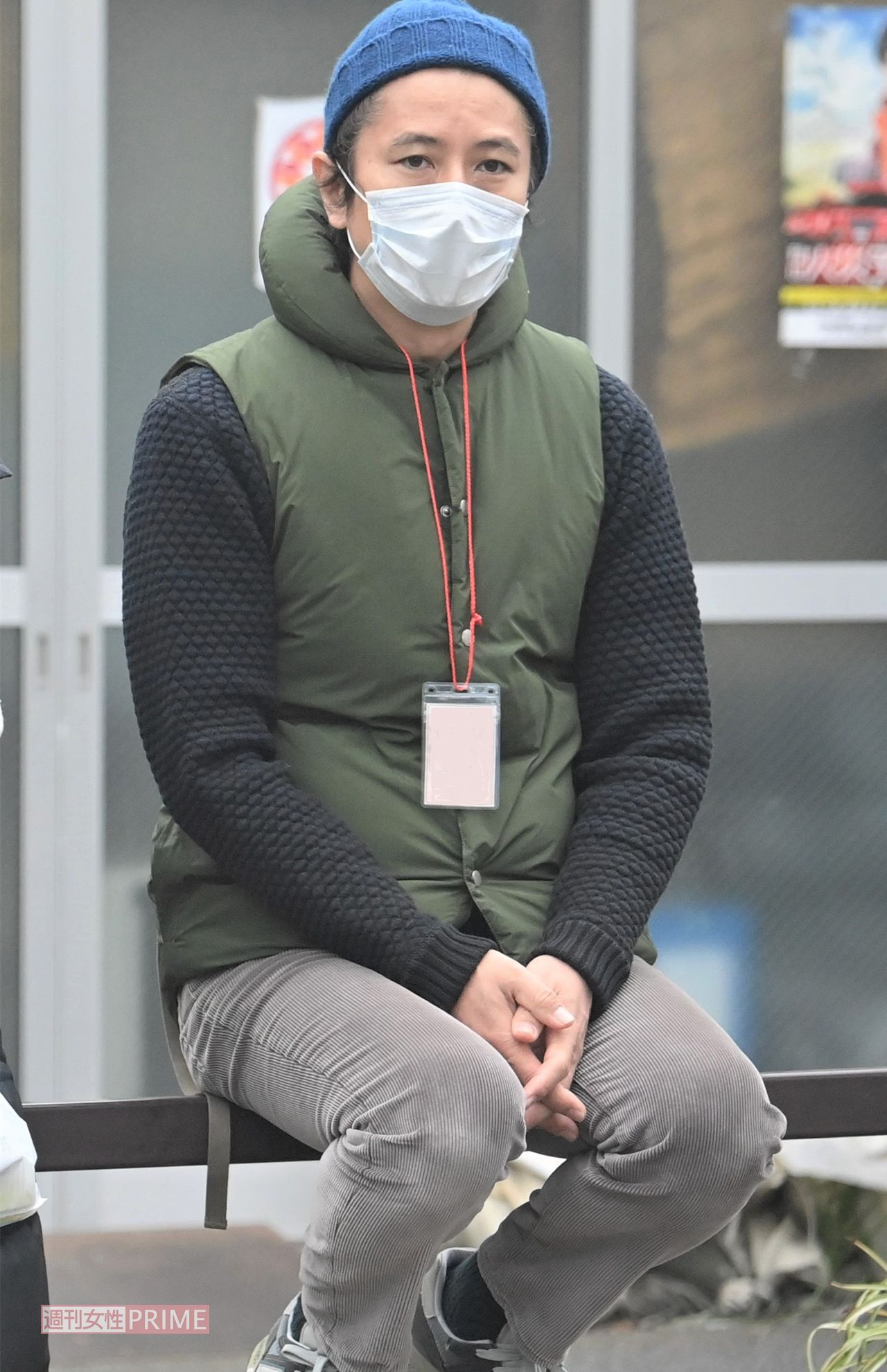 マスクをして座る谷原章介